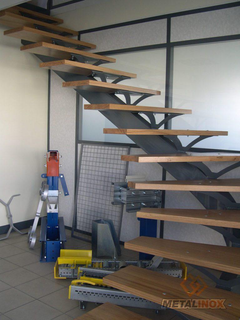 Escalier quart tournant avec marches en bois - Bâtiments & Sécurrisation d'espaces - METALINOX