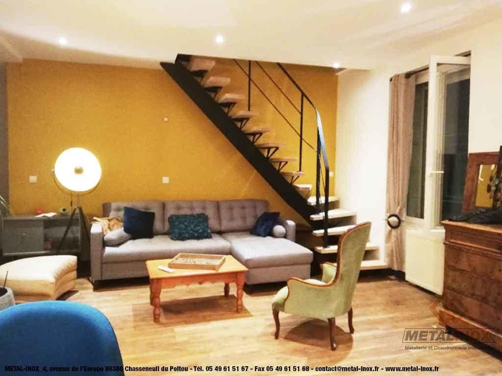 Escalier-quart-tournant-en-bois-et-acier-pour-maison-individuelle---METALINOX