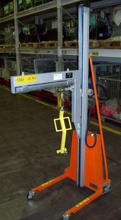 Positionneur de travail avec aménagement d'un bras de levage pour petite charge - Développement spécifique - METALINOX 1