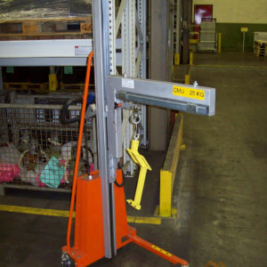 Positionneur de travail avec aménagement d'un bras de levage pour petite charge - Développement spécifique - METALINOX