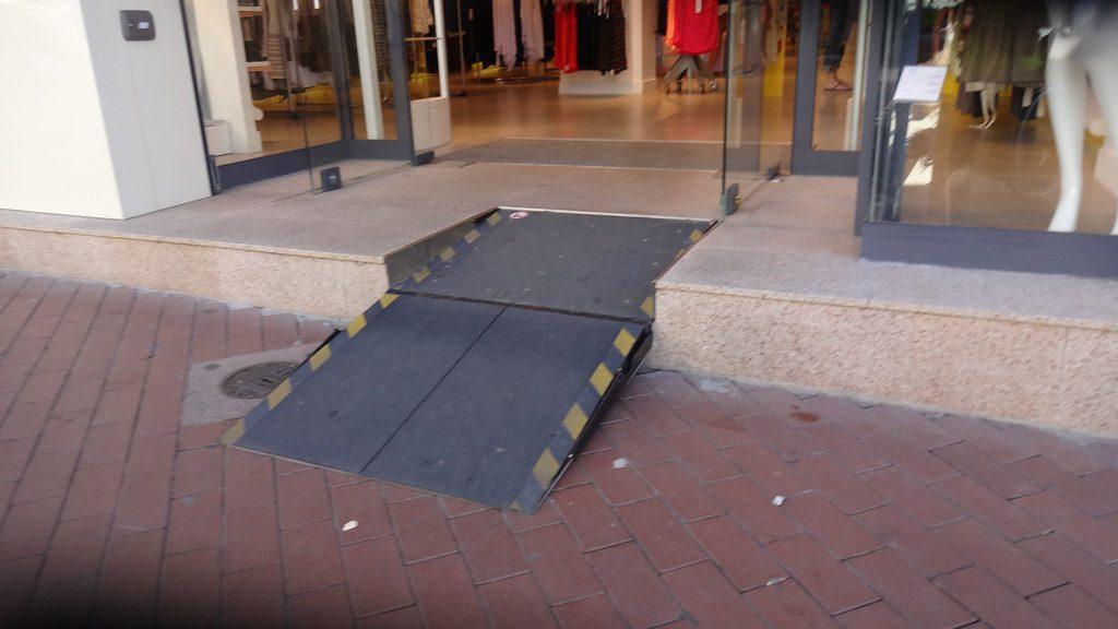 METALINOX - rampe d'accès pour personnes à mobilité réduite 2
