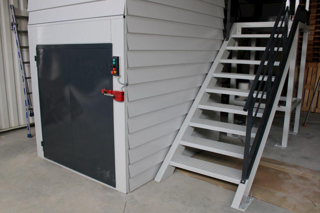 METALINOX - Monte-Matériaux avec escalier quart tournant bi-couleurs-072019 (36)