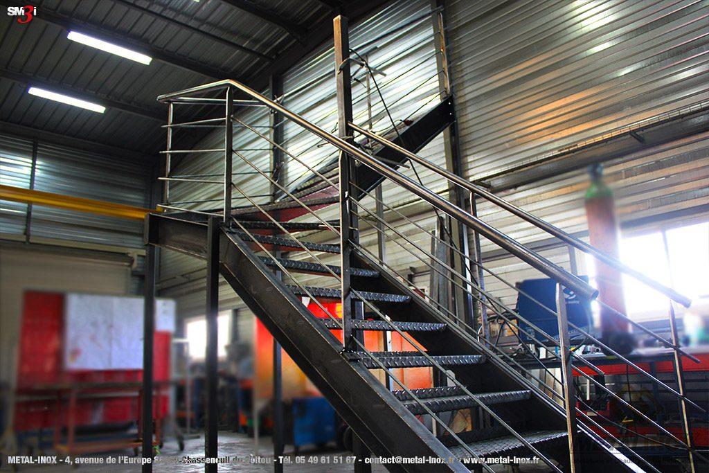 Escalier à quart tournant en construction METALINOX