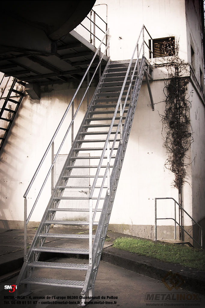 Escalier-droit-exterieur-galvanise-METALINOX