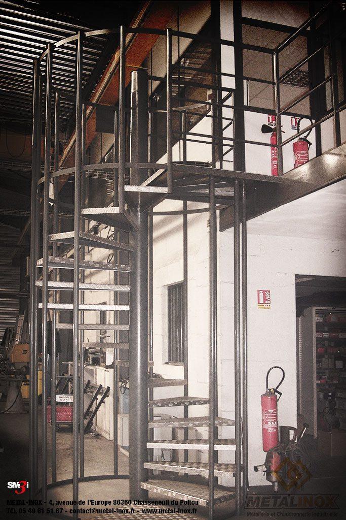 Escalier hélicoidal industriel - accès atelier - METALINOX