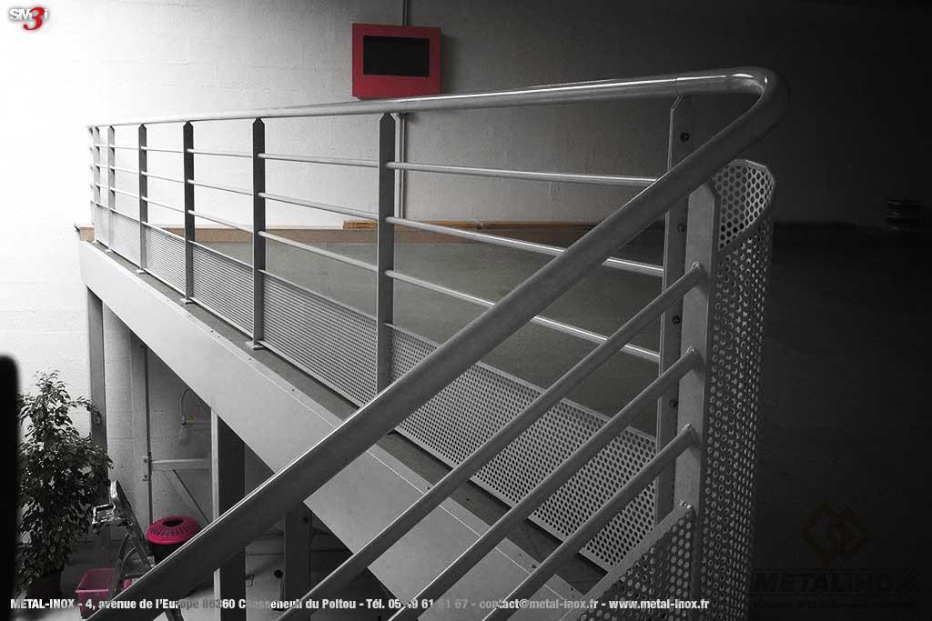 Main-courante-escalier-helicoidal-METALINOX