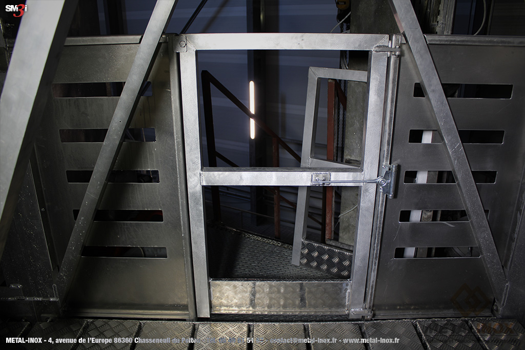 Passerelle suspendue portillon avec fermeture automatique METALINOX